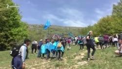 Под песню «1944»: в память о депортации крымские татары поднимаются на гору Чатыр-Даг (видео)