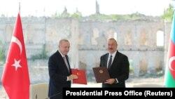 Թուրքիայի և Ադրբեջանի նախագահներ Ռեջեփ Թայիփ Էրդողանը և Իլհամ Ալիևը ստորագրել են երկու երկրների համագործակցության պայմանագիրը, Շուշի, 15-ը հունիսի, 2021թ.