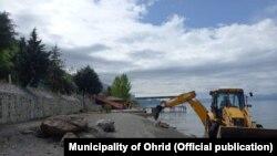 Отстранување на дивоградбина брегот на Охридското Езеро од страна на Општина Охрид.