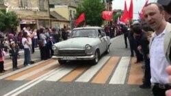 Ретро-авто на параде в Махачкале