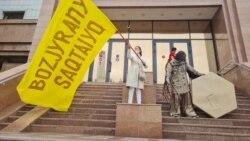 Нұр-Сұлтанда полиция Бозжырадағы құрылысқа қарсы шыққан белсенділерді ұстады