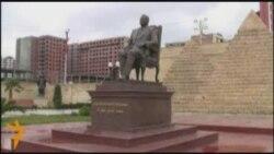Բաքվում ապամոնտաժվել է Մուբարաքի հուշարձանը