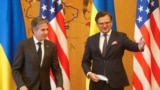 Государственный секретарь США Энтони Блинкен и министр иностранных дел Украины Дмитрий Кулеба во время встречи в Киеве, 6 мая 20121 года