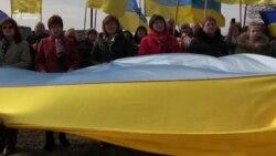 Близько тисячі людей заспівали український гімн біля могили його автора – отця Михайла Вербицького (відео)