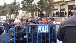 Polis müxalifət fəallarını bir-bir yoxlayıb meydana buraxır