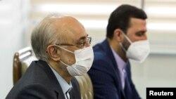 Шефот на цивилната организација за атомска енергија на Иран Али Акбар Салехи и шефот на цивилната организација за атомска енергија на Иран Али Акбар Салехи.