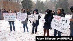 Бишкектеги Конституциянын жаңы долбооруна каршы акциялардын бири. Иллюстрациялык сүрөт.