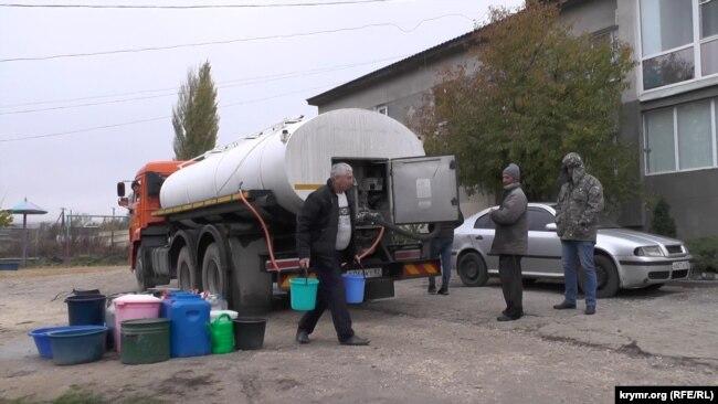 Жителі Зеленогірського запасаються водою, грудень 2020 року
