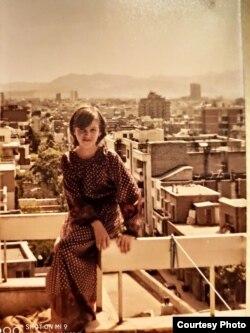 Жанна Голубицкая на балконе тегеранской квартиры