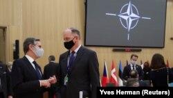 Државниот секретар на САД, Ентони Блинкен и Даглас Џонс, заменик постојан претставник и заменик началник на мисијата на САД во НАТО, учествуваат во Северноатлантскиот совет (НАК) на ниво на министри за надворешни работи, во седиштето на НАТО во Брисел