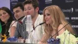 На пресс-конференции Ell&Nikki