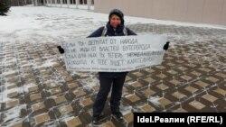 14 марта в Кирове активистка Светлана Марина провела пикет в поддержку депутата Михаила Ковязина