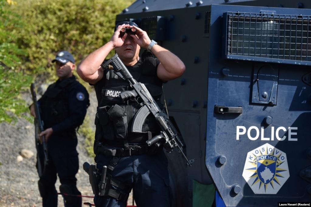 Policët e Kosovës duke monitoruar situatën, në Jarinjë.(27 shtator)