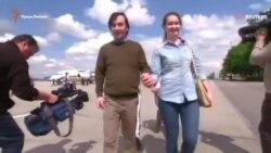 Ерофеева и Александрова встретили в московском аэропорту (видео)