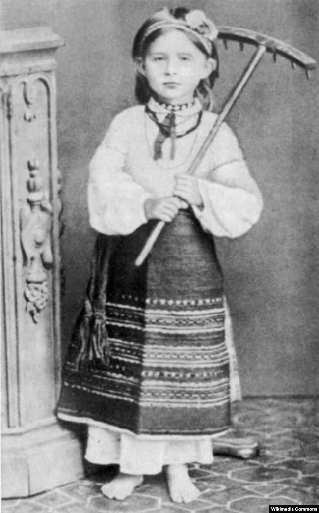 Лариса Косач у волинському народному вбранні. 1878 чи 1879 років