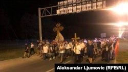 Protestna povorka u predgrađu Podgorice, naselje Zlatica. 23. avgust 2020.