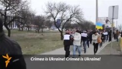 Crimea Residents Protest Blocking Of Ukrainian TV