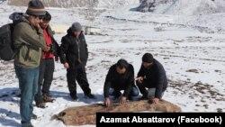 Азамат Жаманкулов (оңдон экинчи) Алайга барган учуру.