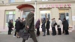 За 24 кнігі —150 рублёў. Пэнсіянэры нясуць сямейныя бібліятэкі ў краму