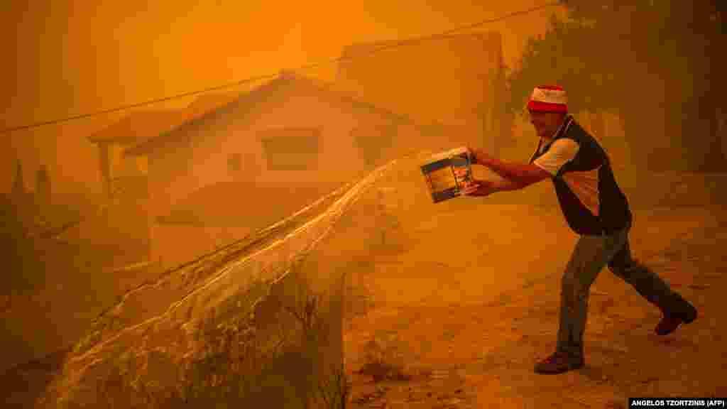 Egy helyi lakos elkeseredett harca a tűzzel Evia szigetén.