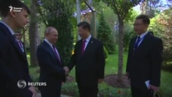 В Душанбе Путин поздравил Си с днем рождения и подарил ему мороженое