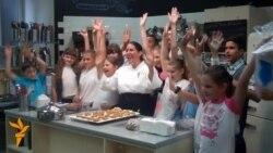 Індіанці навчили київських дітей готувати солодощі