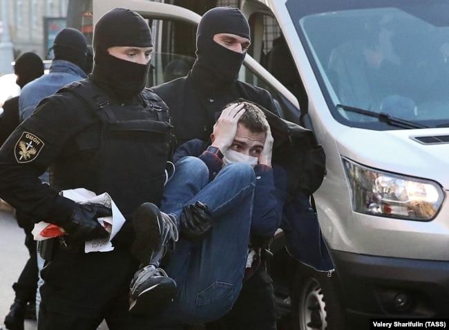 На мирном протесте против итогов выборов президента Беларуси, Минск, 20 сентября