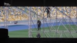 Дебати Порошенка й Зеленського: на НСК «Олімпійський» почали монтувати сцену – відео