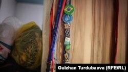 Арстанбектин Бразилияда өткөн Паралимпиада оюндарынан алып келген белектери.