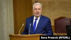 Zdravko Krivokapić, premijer Crne Gore, saopštio da je tražio od vlasti na Kosovu objašnjenje razloga za hapšenje crnogorskog državljanina. Na slici Krivokapić u Skupštini Crne Gore 16. juna 2021.