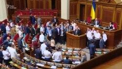 Депутати хвилиною мовчання вшанували кримських татар, які загинули під час депортації