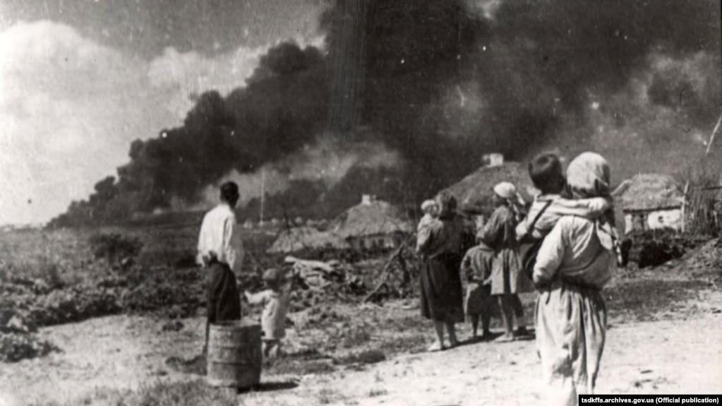Горящая украинская деревня. Лето 1941 года