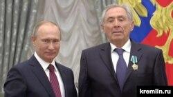 Президент России Владимир Путин и Герой Украины Александр Баталин в Кремле, 2017 год