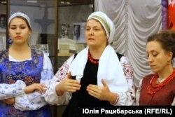 Наталія Братчик (посередині)