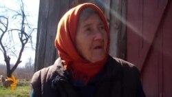Баба Тоня з расейскай вёскі на мяжы зь Беларусьсю