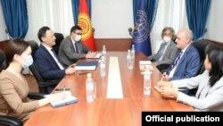 Глава МИД Руслан Казакбаев на встрече с руководством «Азаттыка». Бишкек. 14 сентября 2021 года.
