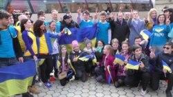 Біля посольства Нідерландів відбулися проводи учасників ультрамарафону «Say «YES!» Європі» (відео)