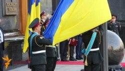 Янукович підняв прапор