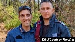 Florin și Spiros, doi pompieri, unul român, celălalt grec, în misiune în insula Evia, Grecia