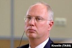 Кирилла Дмитриева, главу Российского фонда прямых инвестиций, «часто называют одним из возможных преемников Владимира Путина», говорит журналист Сергей Ежов.