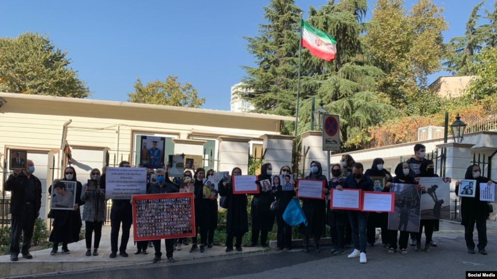 Families of flight PS752 victims gathering in front of IPIS where Ukrainian and Iranian officials are negotiating. Monday, October 19, 2020.