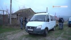 «Обшук у грубій формі»: ОМОН у будинках кримських татар (відео)