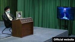 علی خامنهای با نمایندگان مجلس صحبت میکرد