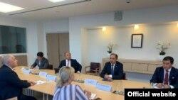 Кыргызстандын Тышкы иштер министринин биринчи орун басары Нуран Ниязалиев менен Европа Биримдигинин Борбордук Азиядагы атайын өкүлү Тери Хакаланын жолугушуусу. 6-сентябрь, Брюссель
