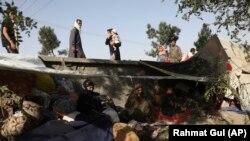 Үйін тастап қашуға мәжбүр болған ауғандар Кабулдағы қоғамдық парктердің бірінде. 13 тамыз 2021 жыл.