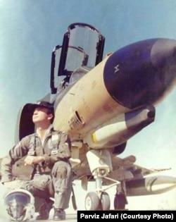 سرتیپ دوم پرویز جعفری شناختهشدهترین خلبانی است که موفق به رهگیری و تعقیب طولانی مدت یوفو شد. او در نیمه شب ۲۸ شهریور ۱۳۵۵ با یک فروند جنگنده بمب افکن اف-۴ئی فانتوم ۲ نیروی هوایی شاهنشاهی از پایگاه شاهرخی یک فروند شی پرنده نورانی و اشیای کوچکتر جداشونده از آن را در نزدیکی تهران رهگیری کرده است. او در حین تلاش جهت استفاده از موشک به منظور ساقط کردنشان با اخلال شدید در سامانههای الکتریکی هواپیمایش مواجه شد. عملی که میتوانسته ناشی از اقدام جنگ الکترونیک (جنگال) صورت گرفته از سوی یوفو بوده باشد. جعفری در سال ۱۳۹۷ در کانادا درگذشت.