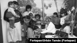 Körzeti orvos a kiskundorozsmai cigánytelepen 1990-ben