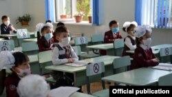 По поручению Министерства здравоохранения в школах должны соблюдаться все меры безопасности. Бишкек, 1 сентября 2020 года.