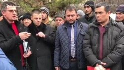 «Çette qalmağa mümkün degil». Qırımtatarlar advokat Kürbedinovğa nasıl qoltuttı (video)