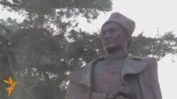 В Алматы открыт памятник Момышулы